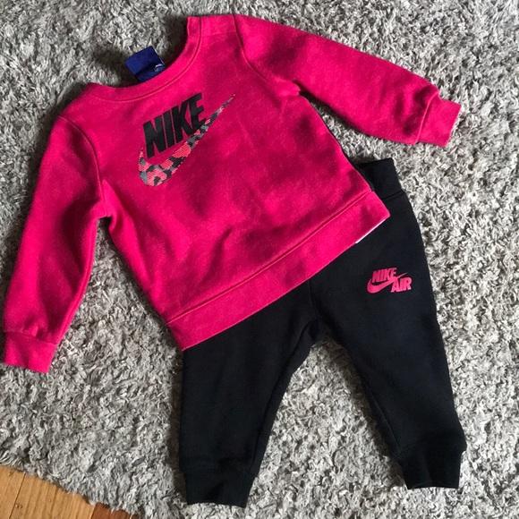 Girls Nike sweat outfit
